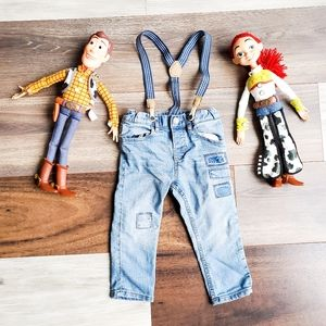 Patched jeans with suspenders